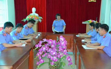 Viện Kiểm sát nhân dân huyện Trạm Tấu họp giao ban trao đổi chuyên môn.