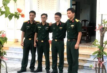 Kíp y sĩ, bác sĩ của Bệnh viện Quân y 110 tỉnh Bắc Ninh làm nhiệm vụ trên đảo Sơn Ca.