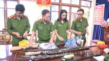 Số vũ khí vật liệu nổ và công cụ hỗ trợ bị tịch thu về Phòng Quản lý hành chính về trật tự xã hội, Công an tỉnh Yên Bái.