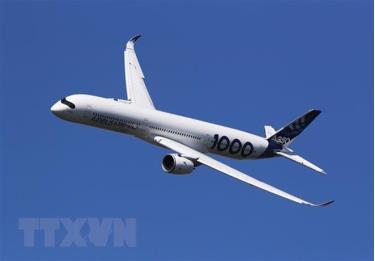 Máy bay A350-1000 của hãng Airbus trình diễn tại Triển lãm hàng không quốc tế Paris lần thứ 53, Pháp, ngày 17/6/2019