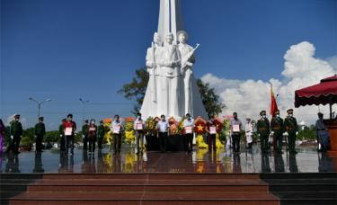 Tỉnh Kiên Giang tổ chức Lễ trao kết quả giám định ADN cho gia đình thân nhân liệt sĩ.