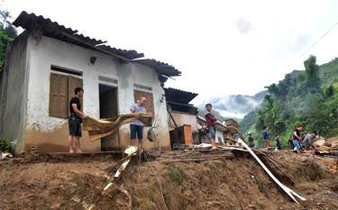 Hàng năm, mưa lũ đã ảnh hưởng không nhỏ đến sản xuất và đời sống của người dân. Ảnh minh họa