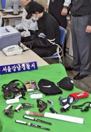 Nghi phạm bị cảnh sát Seoul bắt giữ