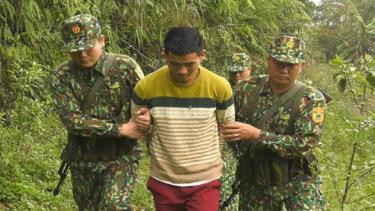 Lực lượng biên phòng Lào Cai bắt giữ đối tượng Ly Seo Ca trên khu vực biên giới