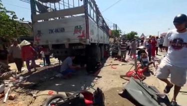 Hiện trường vụ tai nạn nghiêm trọng khiến 5 người bị thương phải nhập viện cấp cứu.