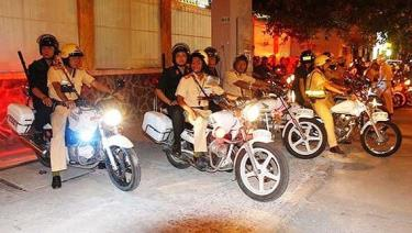 Cảnh sát giao thông phối hợp với các đơn vị nghiệp của công an TPHCM tuần tra, chốt chặn xử lý các trường hợp vi phạm giao thông.
