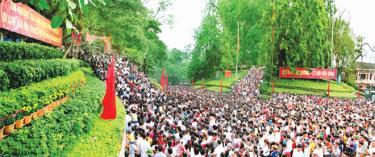 """Giỗ Tổ Hùng Vương - Lễ hội đền Hùng góp phần quan trọng vào việc giữ gìn và phát huy giá trị """"Tín ngưỡng thờ cúng Hùng Vương"""" - Di sản văn hóa phi vật thể của nhân loại."""