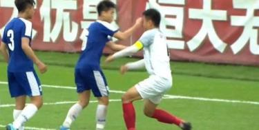 Đức Anh đấm gẫy mũi cầu thủ đối phương.