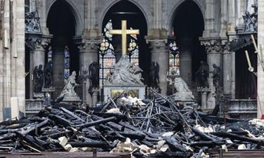 Bên trong Nhà thờ Đức Bà ở Paris sau vụ hỏa hoạn.