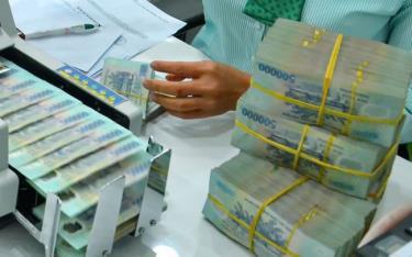 Lãi suất huy động VND hiện nay phổ biến ở mức 0,5-1%/năm đối với tiền gửi không kỳ hạn