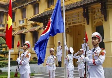 Nghi thức thượng cờ ASEAN tại trụ sở Bộ Ngoại giao.