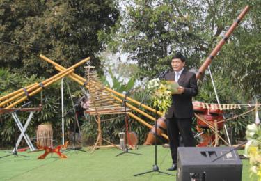 Ông Phạm Văn Quyến - Phó Trưởng Ban Quản lý Làng Văn hóa - Du lịch các dân tộc Việt Nam phát biểu khai mạc.