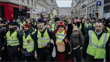 Một cuộc biểu tình của phe Áo Vàng