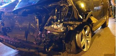 Chiếc xe gây tai nạn vào tối qua (22/4).