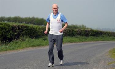 Ông Ken Jones đã chạy 38 kỳ giải London Marathon.