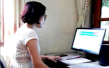Doan Thi Nga, an office specialist of the provincial Fatherland Front Committee, works from home.