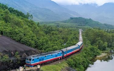 Ngành đường sắt chỉ còn duy trì một đôi tàu khách chạy tuyến Bắc-Nam trong mùa dịch COVID-19.