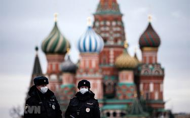 Cảnh sát tuần tra trên Quảng trường Đỏ ở thủ đô Moskva, Nga, ngày 30/3/2020.