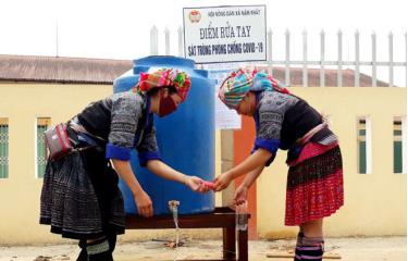Điểm rửa tay sát khuẩn của Hội Nông dân xã Nậm Khắt, huyện Mù Cang Chải