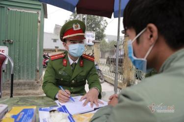 Thiếu úy Nguyễn Anh Tuấn, Đội Cảnh sát Quản lý hành chính về trật tự xã hội, Công an huyện Bình Xuyên, Vĩnh Phúc đã hoãn đám cưới, sẵn sàng nhận nhiệm vụ phòng chống dịch Corona