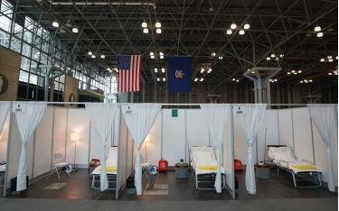 Một bệnh viện tạm thời vừa được thiết lập tại Trung tâm Javits ở New York, Mỹ.