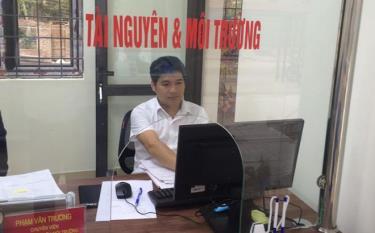 Cán bộ được cử làm việc tại Bộ phận Phục vụ hành chính công cấp huyện đã được tập huấn bài bản.