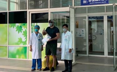 Bệnh nhân người Mỹ được công bố khỏi bệnh tại Bệnh viện Đà Nẵng sáng ngày 4/4