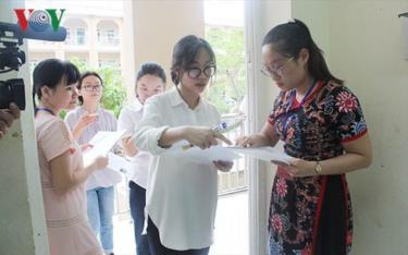 Nhiều giáo viên nhận định, đề tham khảo thi THPT quốc gia thể hiện tinh giản chương trình, dễ hơn so với các năm trước, đảm bảo phân loại học sinh.