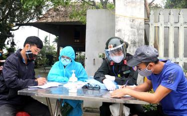 100% chốt kiểm dịch y tế phòng, chống dịch COVID-19 trên địa bàn tỉnh Yên Bái đang hoạt động hiệu quả (Ảnh: Minh Huyền)