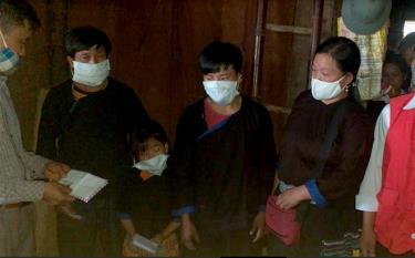 Các cấp, các ngành của huyện Mù Cang Chải và xã Lao Chải thăm hỏi, động viên và hỗ trợ tiền mặt cho gia đình nạn nhân.