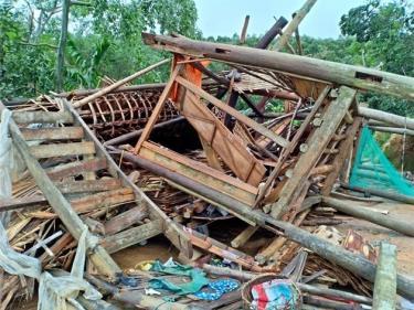 Mưa lũ tại các tỉnh miền núi phía Bắc trong các ngày 22-24/5 gây ra thiệt hại nặng nề về người và của. (Trong ảnh: Một ngôi nhà bị sập đổ hoàn toàn ở xã Trung Tâm, huyện Lục Yên, Yên Bái)