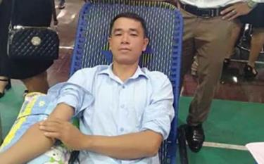 Anh Nguyễn Hữu Lợi tham gia Ngày hội hiến máu tình nguyện.