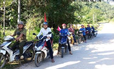 Công tác phối hợp tuyên truyền lồng ghép công tác DS-KHHGĐ ở Xuân Long được chị Hướng tham mưu và thực hiện tốt trong nhiều năm qua.
