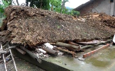 Một nhà dân trên địa bàn xã Việt Cường, huyện Trấn Yên bị sập hoàn toàn.