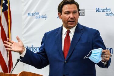 Thống đốc Ron DeSantis đã ban bố tình trạng khẩn cấp ở Florida.