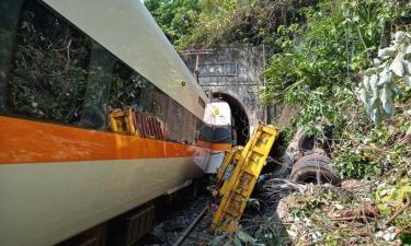 Hiện trường vụ tàu hỏa trật bánh sáng 2/4.