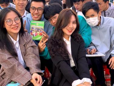 Học sinh tham dự chương trình tư vấn tuyển sinh - hướng nghiệp 2021 của báo Tuổi Trẻ