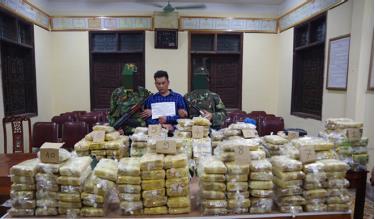 Đối tượng cùng tang vật là 227,5 kg ma túy bị bắt giữ tại thị xã Hoàng Mai.