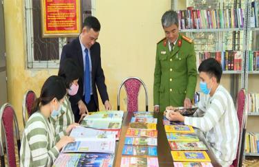 Trại Tạm giam Công an tỉnh thường xuyên chú trọng phát triển văn hóa đọc cho các phạm nhân.