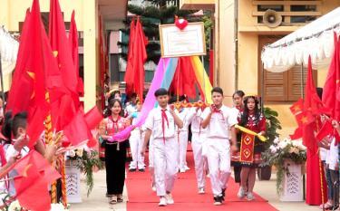 Lễ rước bằng công nhận trường đạt chuẩn quốc gia mức độ I của Trường TH & THCS thị trấn Mù Cang Chải, huyện Mù Cang Chải