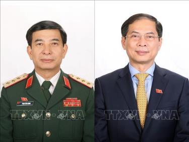 Thượng tướng Phan Văn Giang (trái), Bộ trưởng Bộ Quốc phòng, sinh ngày 14/10/1960, quê quán Nam Định; Ông Bùi Thanh Sơn, Bộ trưởng Bộ Ngoại giao, sinh ngày 16/10/1962, quê quán thành phố Hà Nội.