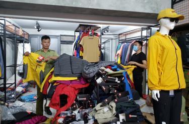 Nhiều quần áo du lịch không có hóa đơn chứng từ.