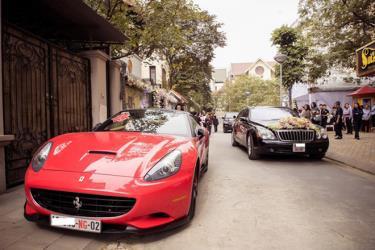 Một đám cưới dùng siêu xe Ferrari và siêu sang Maybach mang biển ngoại giao làm đoàn xe rước dâu.