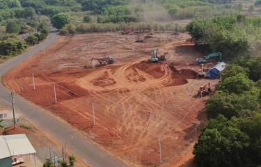 Một khu đất trên trục đường chính liên xã An Khương-Tân Lợi đang được giới 'cò' san ủi để phân lô bán nền. (