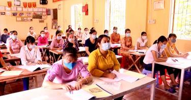 Hội viên phụ nữ huyện Văn Chấn được hỗ trợ tham gia học nghề để nâng cao đời sống.