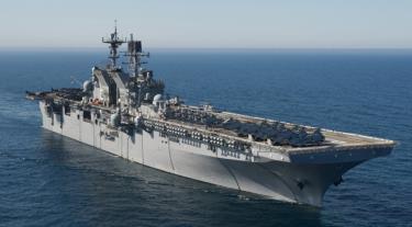 Tàu tấn công đổ bộ USS Makin Island.