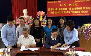 Lãnh đạo BHXH tỉnh ký hợp đồng đại lý thu BHXH, BHYT với Chủ tịch Hội Liên hiệp phụ nữ các xã, phường của thành phố Yên Bái.
