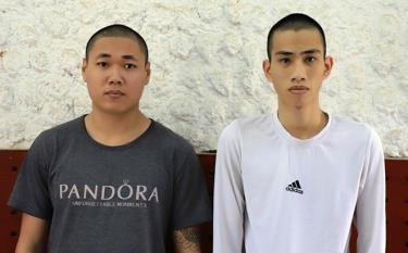 Ngọc Hoài Nam (trái) và Đinh Anh Tuấn tại cơ quan Công an.