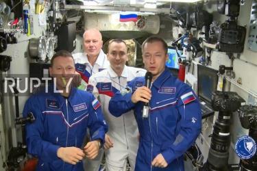 Các phi hành gia Nga dự lễ kỷ niệm 60 năm ngày con người bay lên vũ trụ.