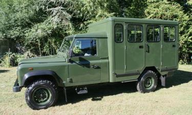 Land Rover Defender 130 Gun Bus phiên bản tùy chỉnh. Ảnh: Foley SV